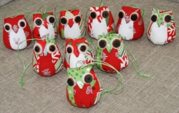 'Christmas Owls' © Angie Schlechter