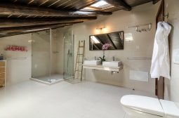 Algarve-River-House-family-bathroom-43