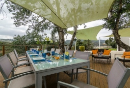 Algarve-River-House-outdoor-eating-74L
