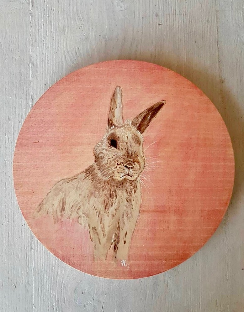 handpainted_rabbit_on_snack board