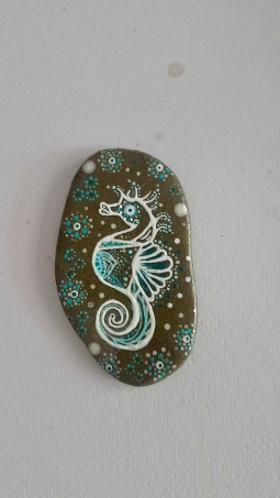'handpainted small stone seahorse' © Free Spirits Artworks