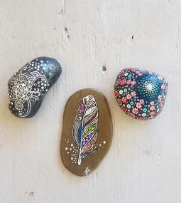 'handpainted small stones boho' © Free Spirits Artworks