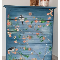 Chest of drawers finished in shades of blue with almond blossoms and light distressing © Samantha van der Westhuizen//100% Relvd