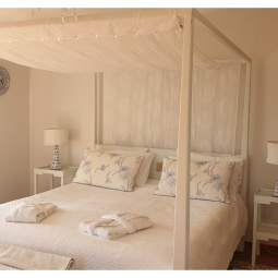Four poster bed and side tables, finished in vintage white and light distressing © Samantha van der Westhuizen//100% Relvd